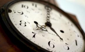Ne feledje: óraátállítás vasárnap hajnalban!