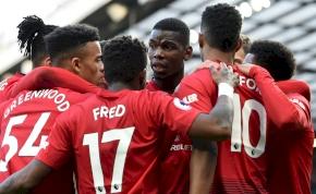 Pogba tizenegyesei mentették meg a Manchester Unitedet