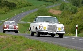 Veterán Mercedesek sokasága járja végig Kelet-Magyarországot