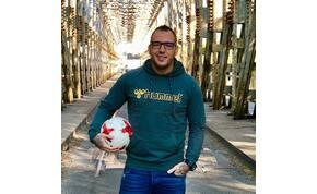 Egy újpesti focista pénzelte Curtis első lemezét