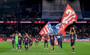 Különleges mezzel és magyar edzővel ünnepelt bajnoki címet a PSG