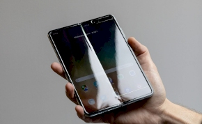 Áll a bál a Samsung hajlítható telefonja körül