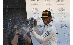 Hamilton-győzelem Mercedes-rekorddal