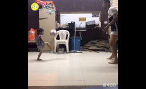 Szédület, amit ez a brazil kisfiú a labdával művel