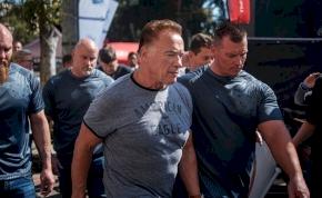 Karaterúgással támadták meg Arnold Schwarzeneggert