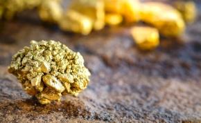 Egy ausztrál hobbikutató húsz millió forintot érő aranyrögöt talált