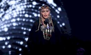 Madonna letépte egy tinédzser rajongója ruháját