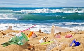 Az unió egész pályás letámadást indított az műanyagok ellen