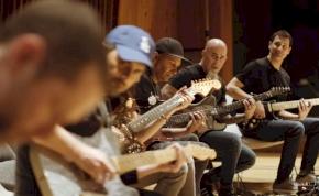 A világ legjobb gitárosai pengetik a Trónok harca zenéjét