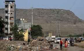 A toxikus szeméthegy jövőre túlnövi a Tádzs Mahalt