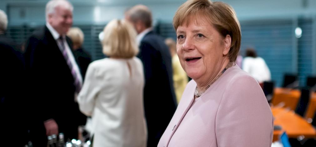 Mit látott Merkel az intelligens magyar kamerákon?