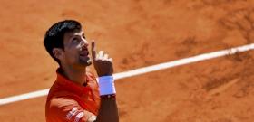 Djokovic gúnyolódva oktatta ki a székbírót a Roland Garroson