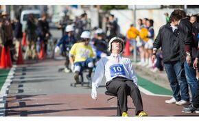 """Őrült száguldás a japán irodai szék """"Grand Prix-n"""""""