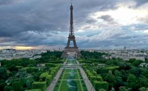600 méter hosszú, lebomló festmény nyúlik el az Eiffel-torony lábánál
