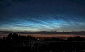 Ennyire káprázatosan világító felhőket még nem láttunk itthon – videók