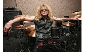 Nem tudni, miért, de hasba szúrta magát a Guns N' Roses volt dobosa