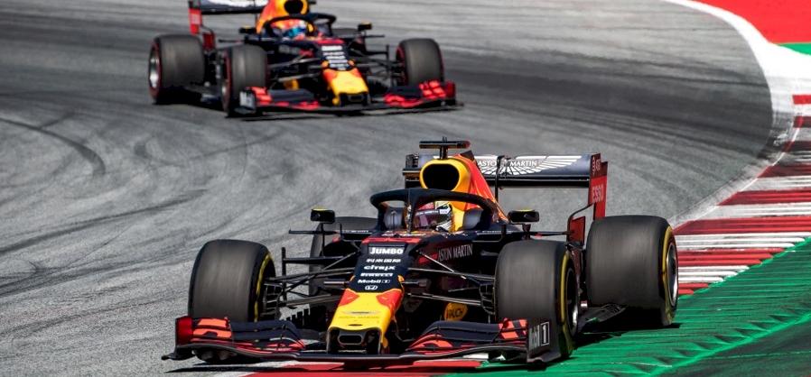 Vitatható, de szenzációs módon nyerte Verstappen az Osztrák Nagydíjat