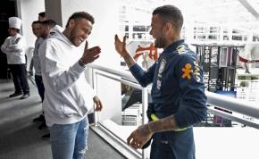 Nagyon verik a mellüket Neymarék az új PSG-mezben – videó