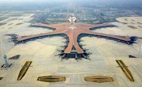 Kész a világ legnagyobb reptere, UFÓ-knak is jó lesz – fotók, videó