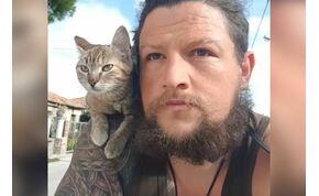 Egy skót férfi megmentett egy cicát és most körbebiciklizi vele a Földet