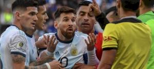 Messit két évre is eltilthatják