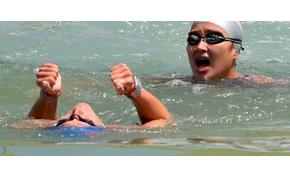 Így ússzák át hosszában a Balatont a végtaghiányos gyerekekért