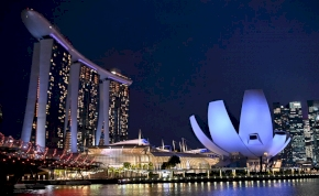 Szingapúr éjszakai fényei videón a leglenyűgözőbbek
