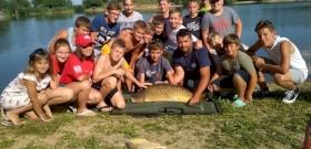 Általános iskolás fiú fogott rekordméretű halat itthon