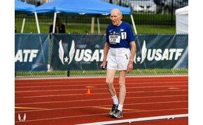 A 96 éves futógép minden létező rekordot megdönt - videó
