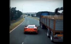 Ennél őrültebb manővert Ferrari még nem csinált autópályán – videó