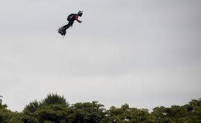 Őrült terv: légdeszkával kel át a La Manche felett a repülő katona