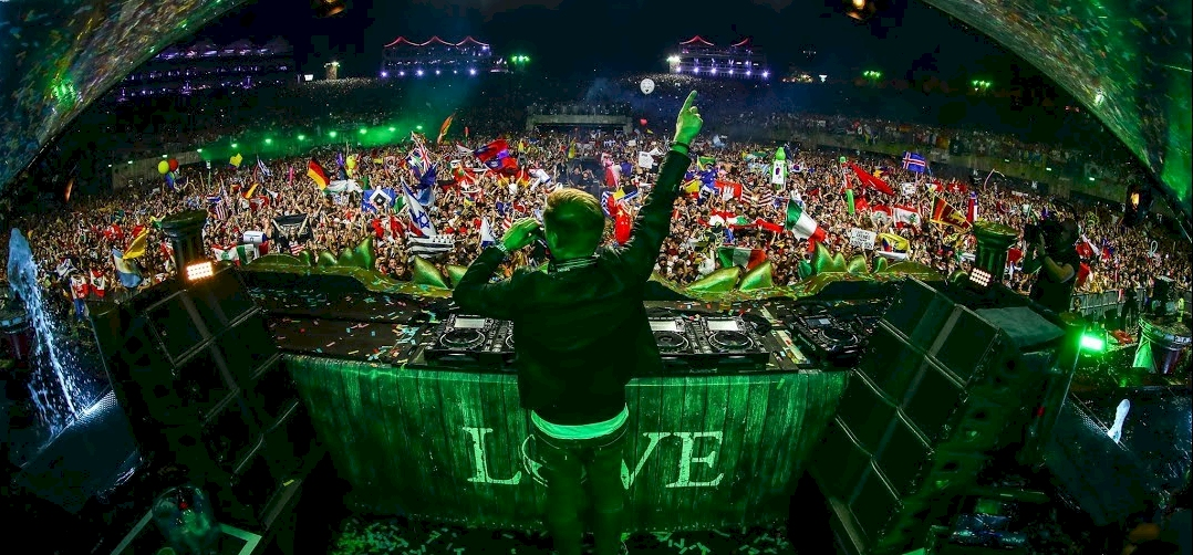 Armin van Buuren őrült tesiórát tartott Tomorrowlanden – mutatjuk az élő szettet