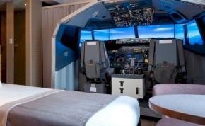Pilótafülkében alhatunk és szimulátorozhatunk egy új hotelszobában
