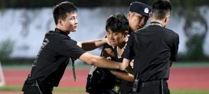 A Juventusnál bejött, hogy Ronaldo kínai rendőrre ugrott – videó