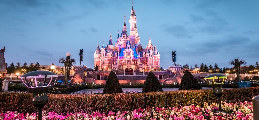 Férfi vert nőt, nő vert férfit: már Disneyland sem biztonságos – videó