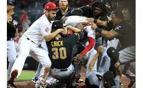 Ekkora bunyót baseball meccsen még nem láttál – videó