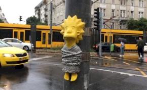 A Margit hídnál megjelent a Simpson-család egyik tagja