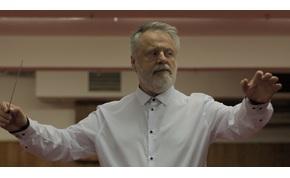 Idős karmester molesztál egy 13 éves lányt – Szép csendben előzetes