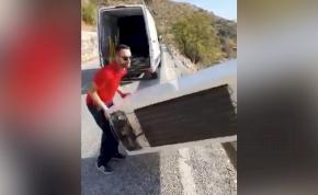 A rendőrök móresre tanították a hűtőjét a mélybe hajító balekot