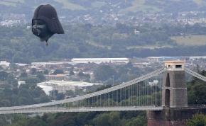 Darth Vader alakú hőlégballon jelent meg Anglia felett