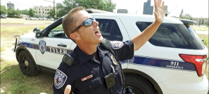 Csendháborítás miatt mentek ki a rendőrök, végül ők is buliztak – videó