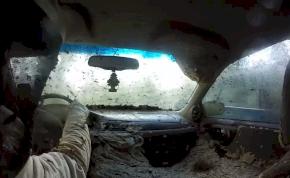 Az autó, mely gigantikus darázsfészekké változott – videó