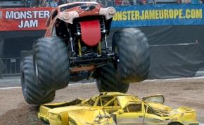 Olyan Monster Truck show-t mutatunk, hogy leesik az álla – videó
