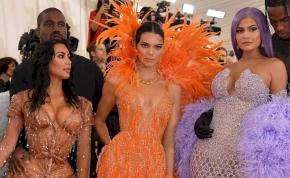 Ez sem mindennapos: Kim Kardashian gyerekei körében – fotó