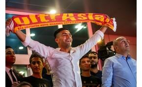 Ilyen, amikor 25 ezer török fanatikus üdvözli csapata új játékosát – galéria