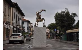 Olasz kisvárosban kapott szobrot a Vasember