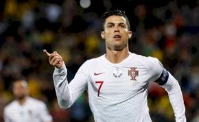 Ronaldo négy gólt lőtt és újabb elképesztő rekord közelébe jutott