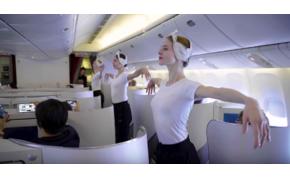 Szexi balerinák libbentek fel a repülőre, majd jött a meglepetés