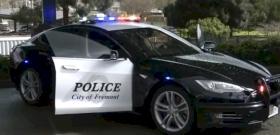 A bűnöző üldözése közben merült le a hiperszuper Tesla rendőrautó – videó