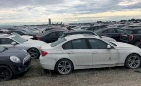 Így néz ki négyezer kidobott BMW és MINI